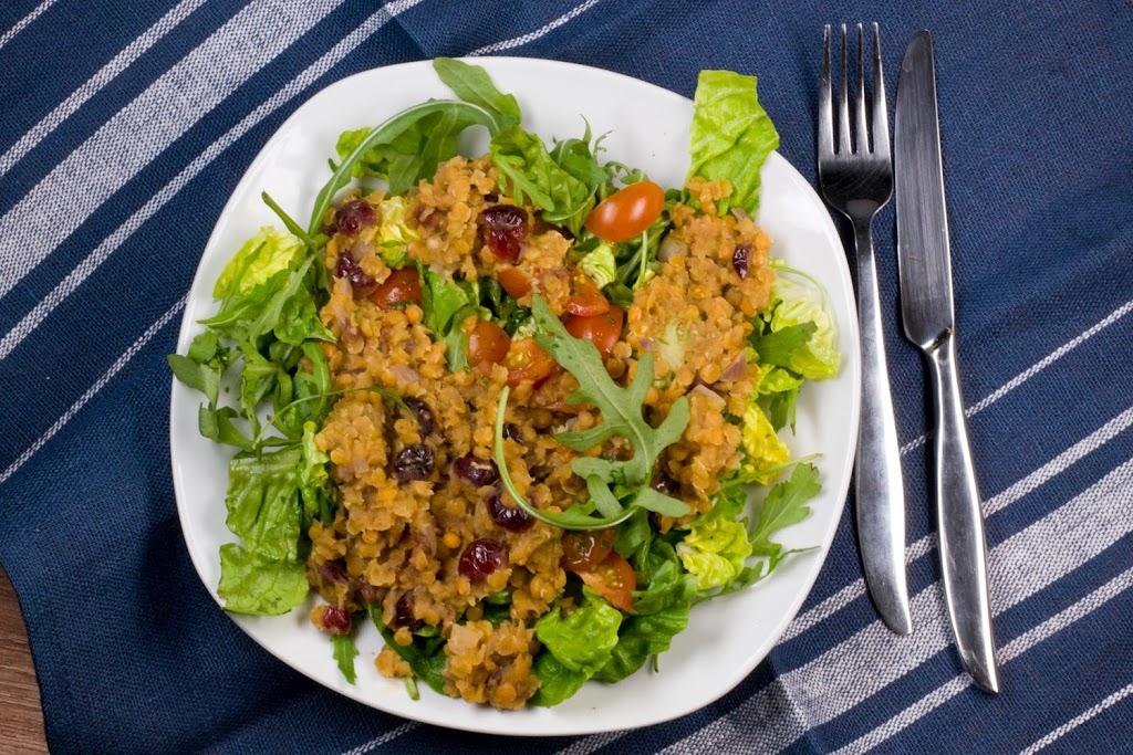 Rezept: Roter Linsen-Salat mit Cranberrys und Ruccola