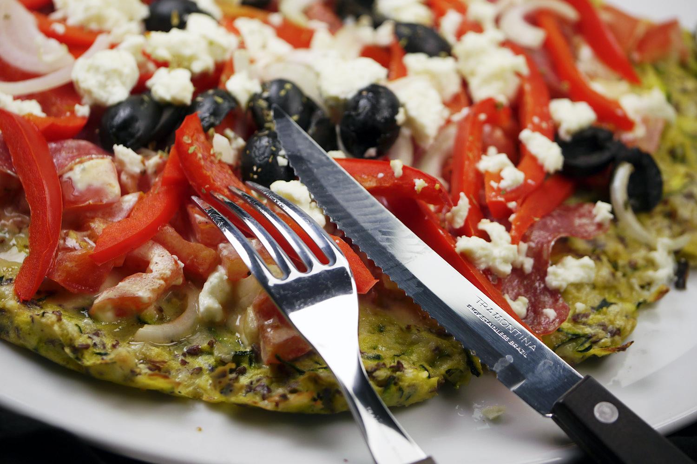 [Low Carb] Zucchini Pizza mit Leinsamen-Mandel-Teig