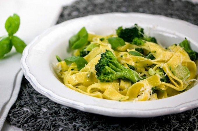 Jamie Olivers Tagliatelle mit Brokkoli und Pesto