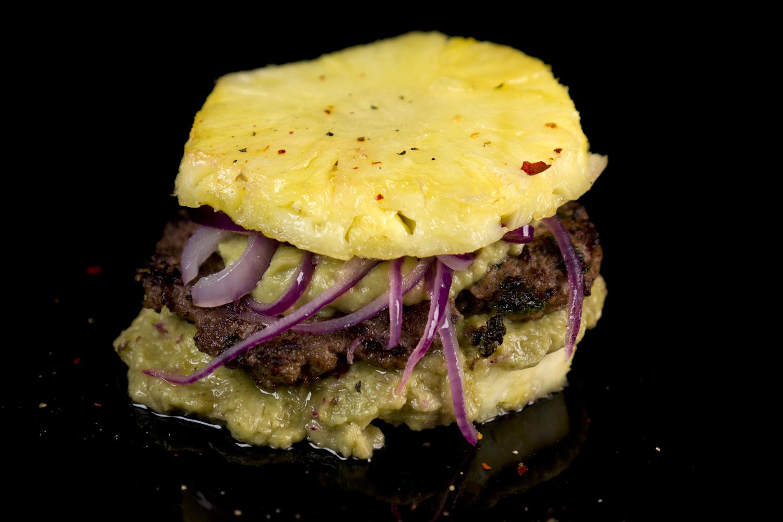 hamburger mit ananas brotersatz guacamole und zwiebeln. Black Bedroom Furniture Sets. Home Design Ideas