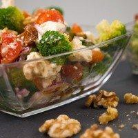 low carb brokkolisalat mit getrockneten tomaten und waln ssen. Black Bedroom Furniture Sets. Home Design Ideas