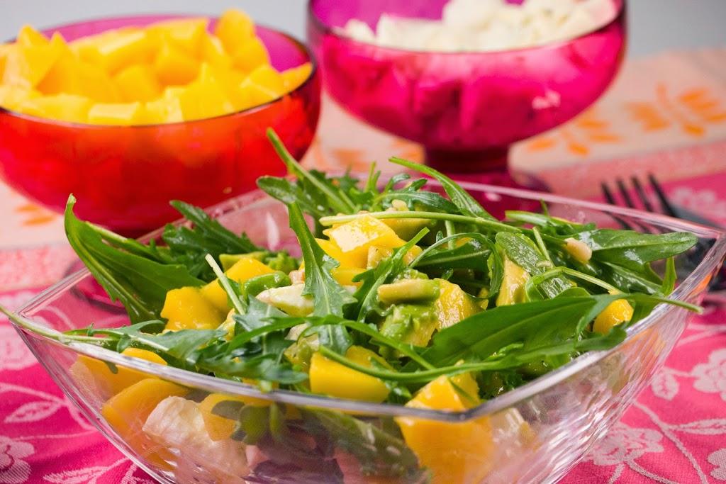 Salat mit mango und rucola