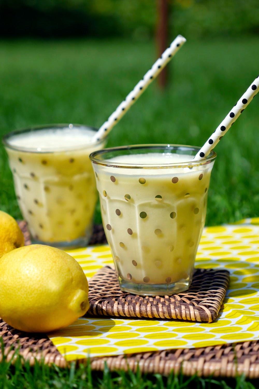 Exotischer Ananas-Kokos-Smoothie mit Zitronensaft - 3 Zutaten Rezept