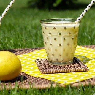 Sommerlich-cremiger Ananas-Kokos-Smoothie