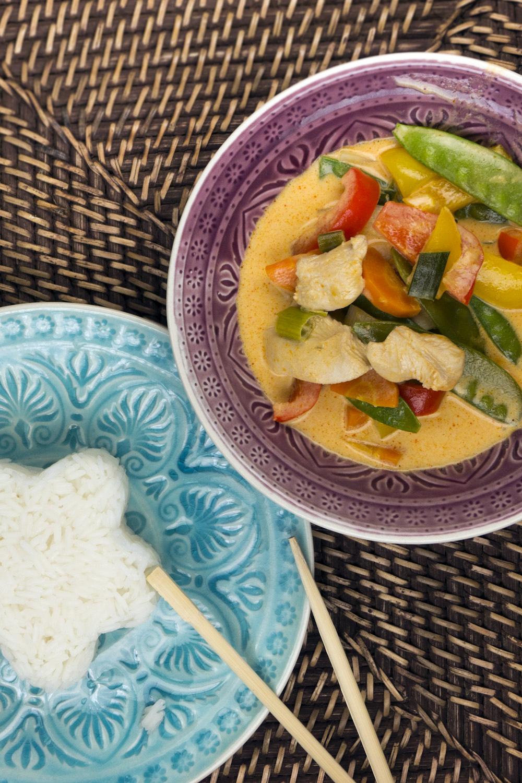 Rotes Thai-Curry mit Hähnchen und Zuckerschoten