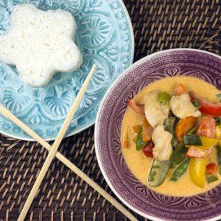 Rotes Thai-Curry mit Hähnchen, Paprika und Jasminreis