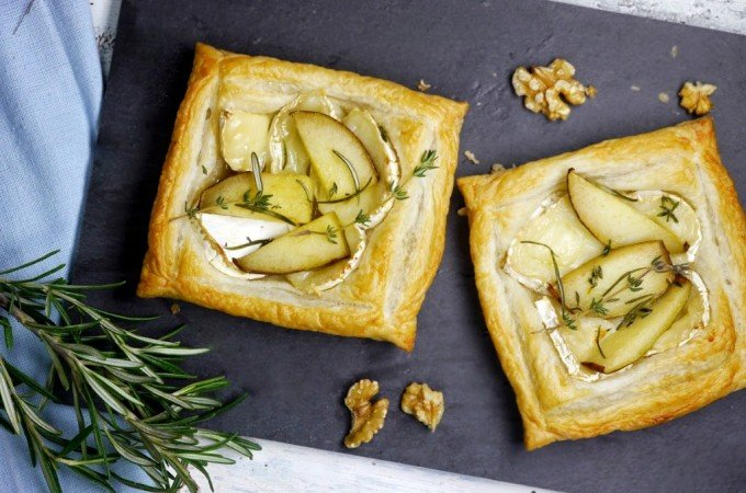 Ziegenkäse-Blätterteig-Tartelettes mit Birnen
