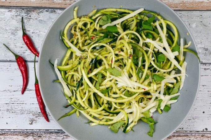 Low Carb Zucchini-Spaghetti aglio e olio