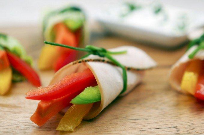 Low Carb Gemüseröllchen mit Schnittlauchquark
