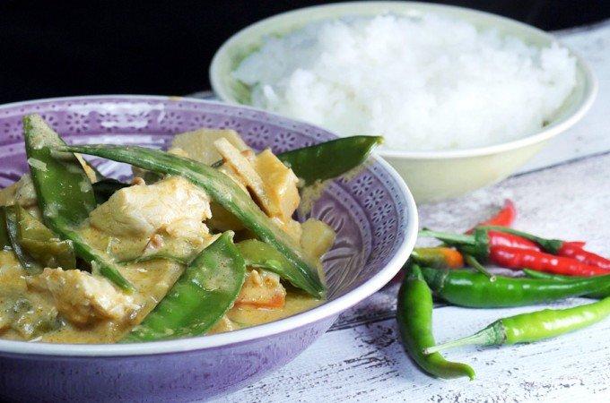 Thaicurry mit Erdnussbutter und Zuckerschoten