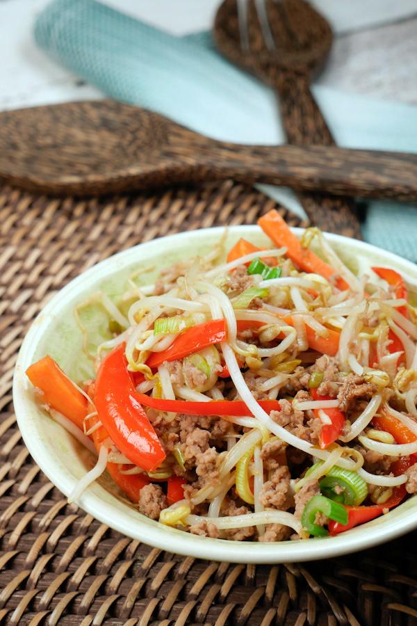 Auf die Hand: China-Fingerfood im Salatblatt