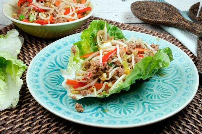 China-Fingerfood im Salatblatt