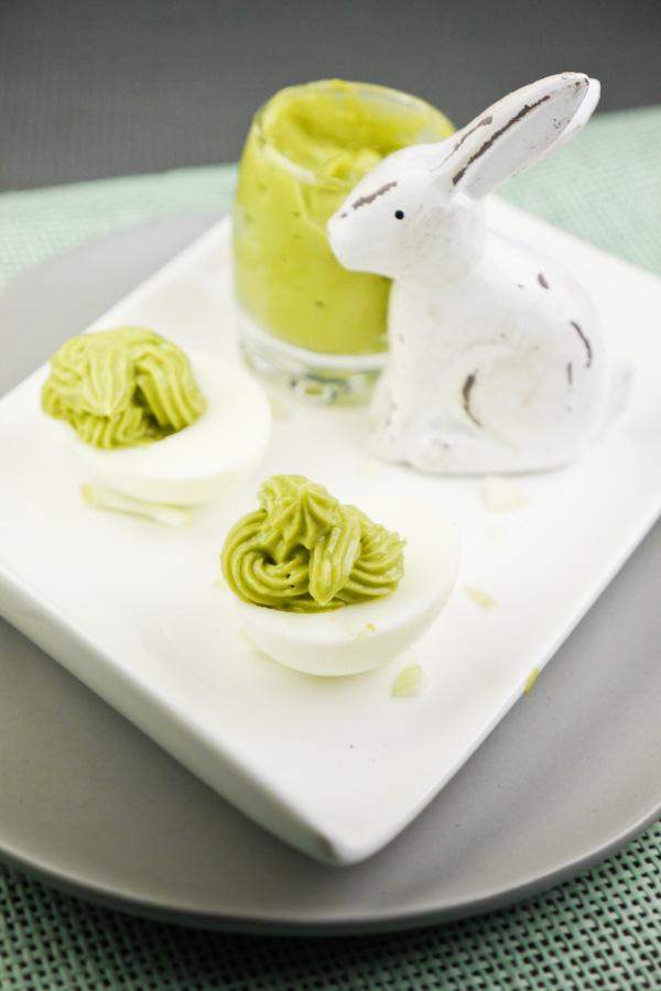 Rezept für Gefüllte Eier mit Avocado und Zwiebeln