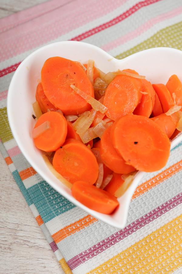 Möhrengemüse mit Zwiebeln