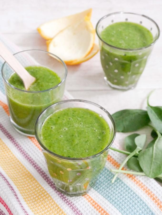 Grüne Smoothies mit Babyspinat und Mango