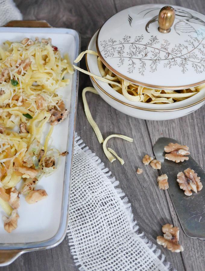 Rezept für Käsespätzle mit Walnüssen und viel Käse