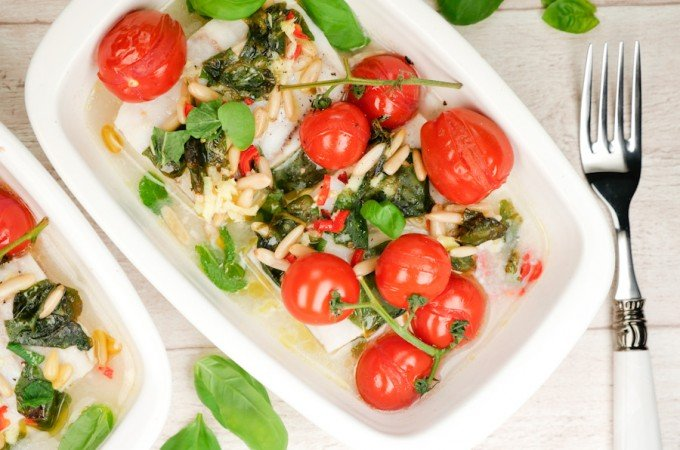 Gebackener Seelachs mit Ingwer, Tomaten und Pinienkernen