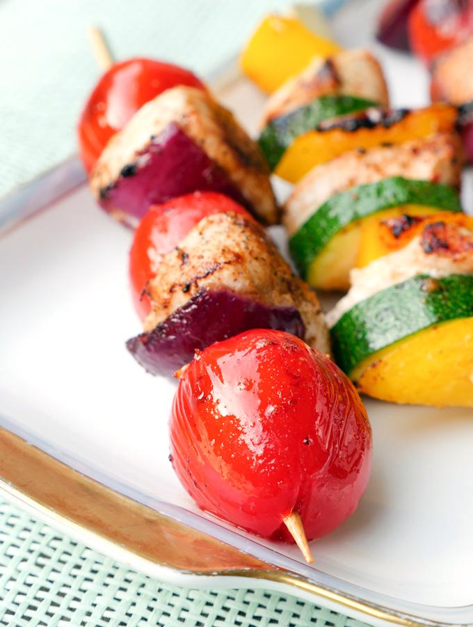 Low Carb Grillspieße mit Hähnchen, Tomaten, Paprika und Zucchini
