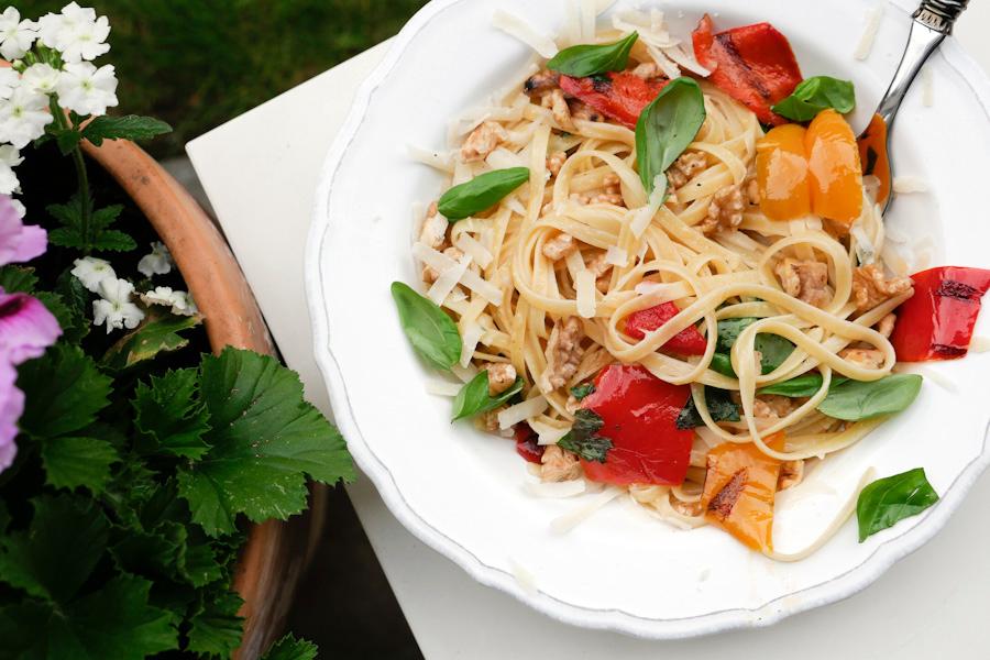 Rezept für schnelle Pasta mit Walnüssen und gegrillter Paprika