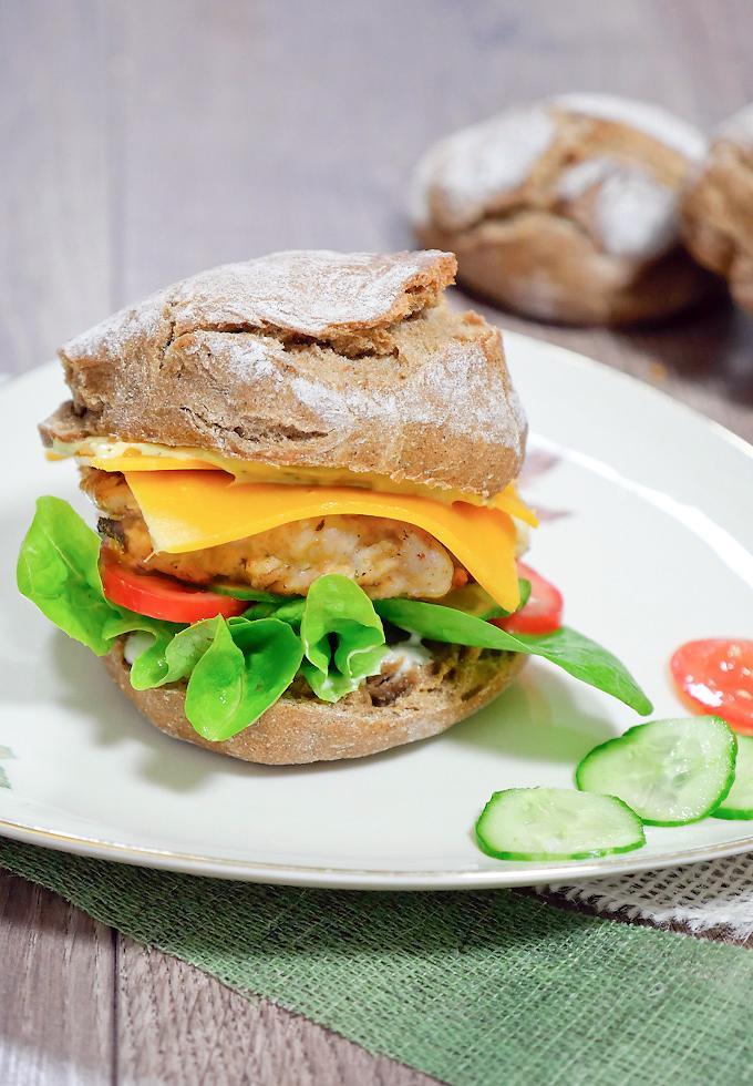 klassischer chickenburger einfach selbstgemacht gaumenfreundin food family blog. Black Bedroom Furniture Sets. Home Design Ideas