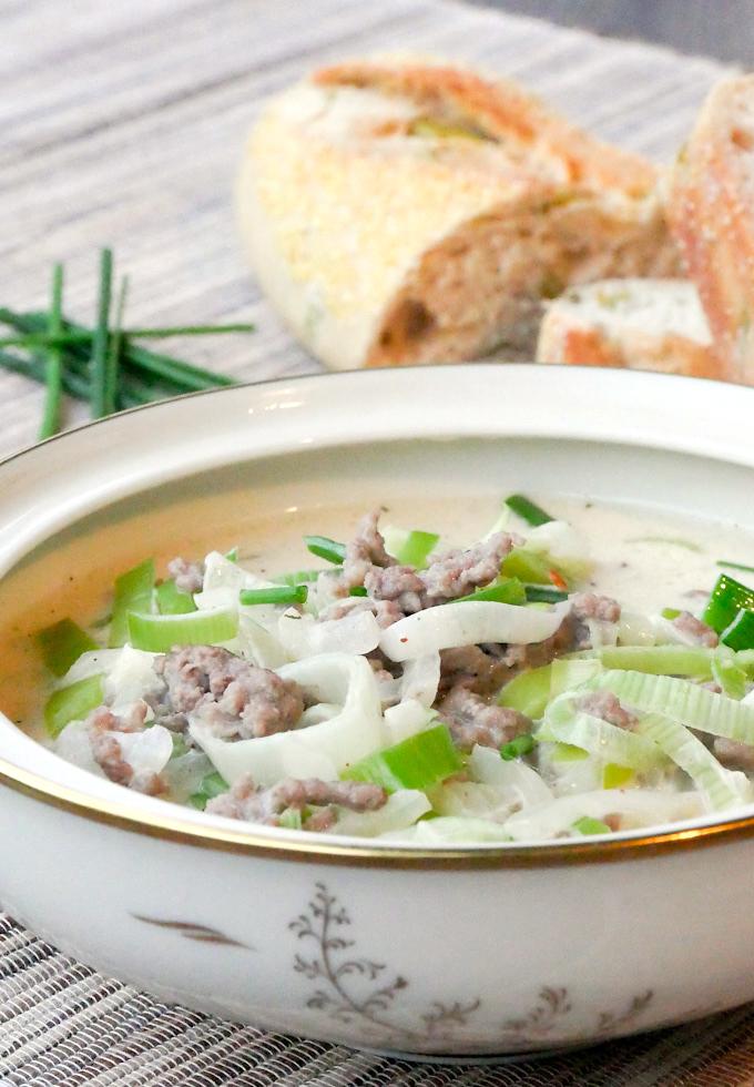 Einfaches Rezept für Hackfleisch-Käse-Lauch-Suppe