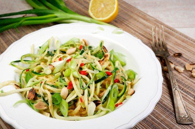 Asiatische Zucchininudeln Low Carb