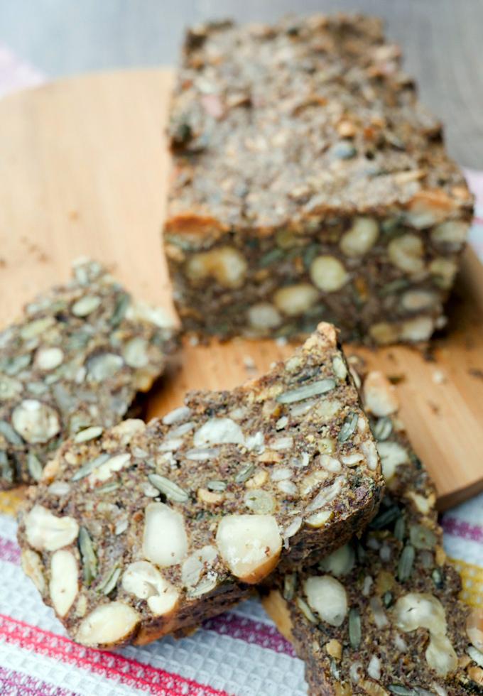 Schnelles Low Carb Nussbrot - das perfekte Brot für das gesunde Low Carb Frühstück