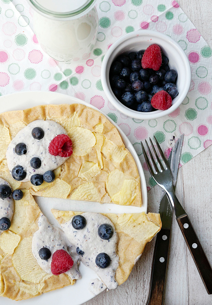 Gesunder Pfannkuchen mit Joghurt und Beeren