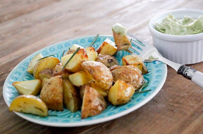 Rosmarinkartoffeln mit Avocado-Dip