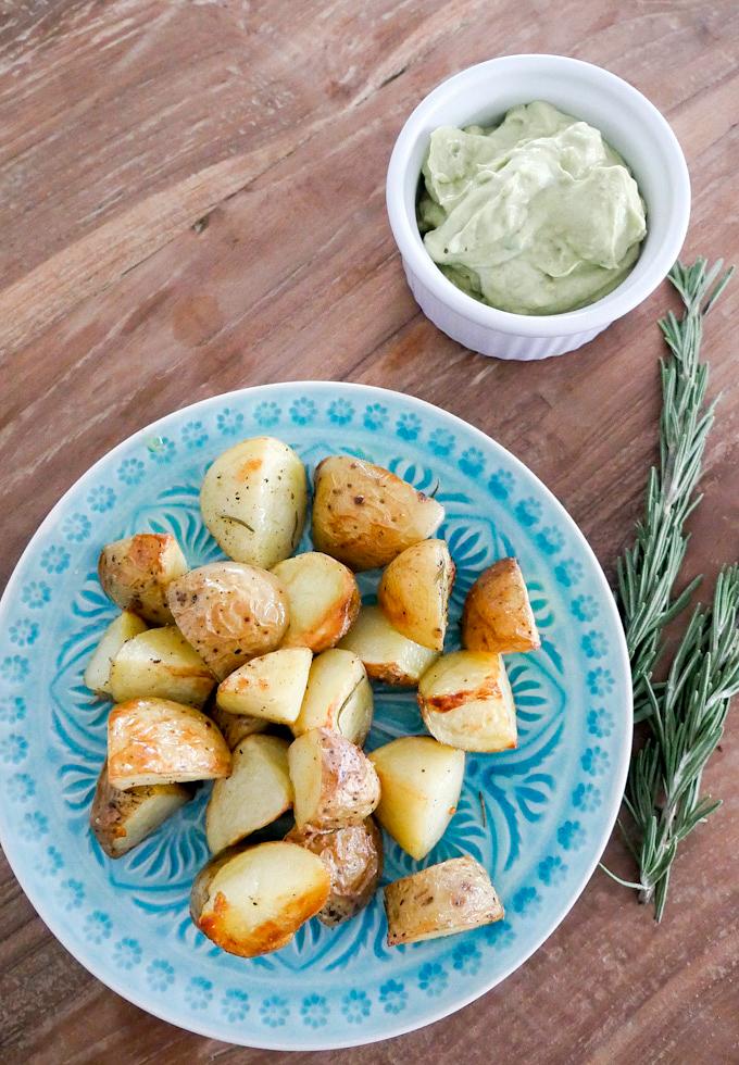 Rosmarinkartoffeln aus dem Ofen mit Avocado-Dip