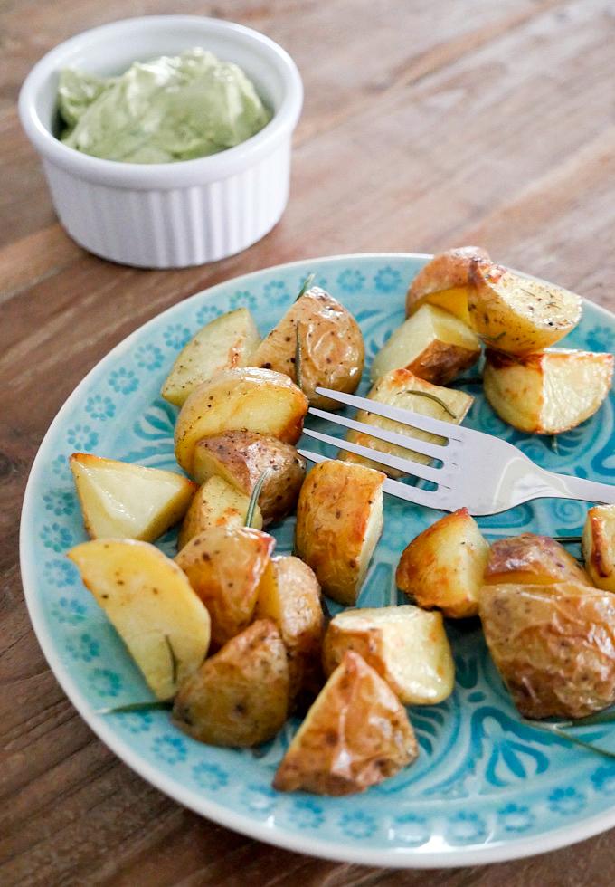 Rezept für Rosmarinkartoffen mit Avocado-Dip