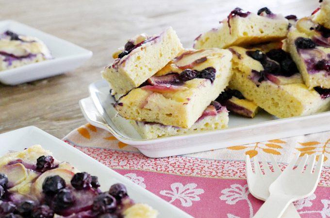 Sommerlicher Nektarinen-Kuchen mit Blaubeeren