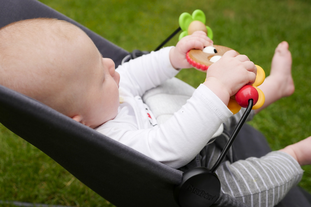 Zufriedene Babys - Babybjörn Balance Soft Wippe