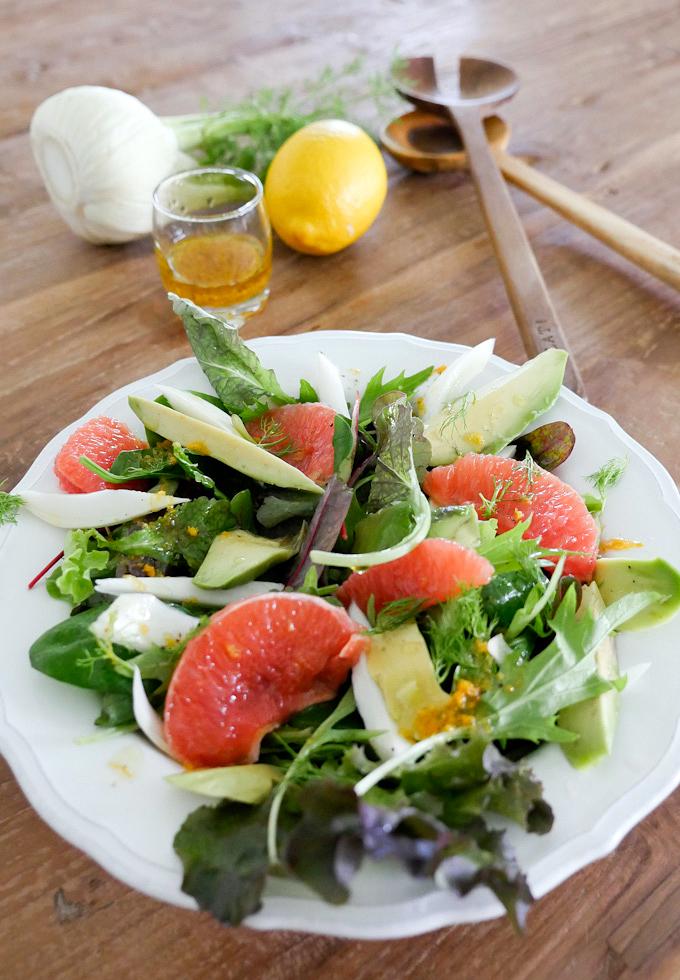 Sommerlicher Salat mit Grapefruit, Avocado und Fenchel