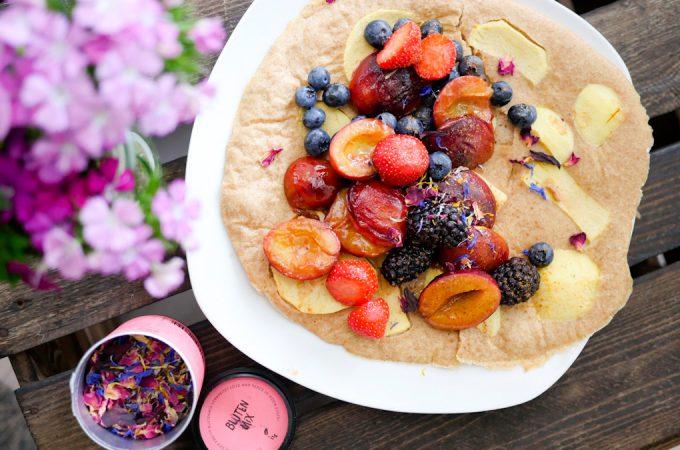 Gesunder Pfannkuchen mit Früchten