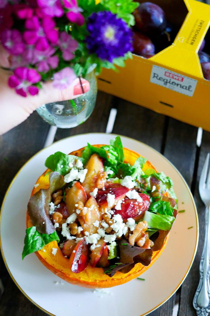 Spätsommer-Salat mit Zwetschgen