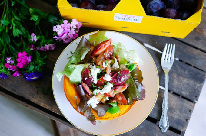 Salat mit karamellisierten Zwetschgen – #7xregional mit REWE Regional + Gewinnspiel
