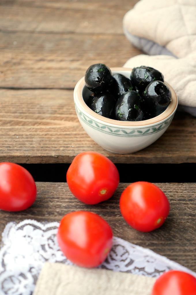 Feta, Tomaten und Oliven aus dem Ofen