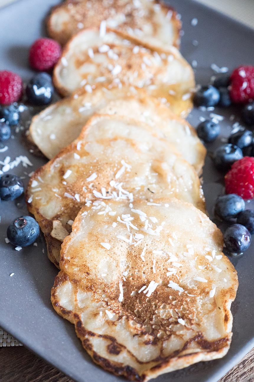 Gesunde Bananen Pancakes mit Beeren