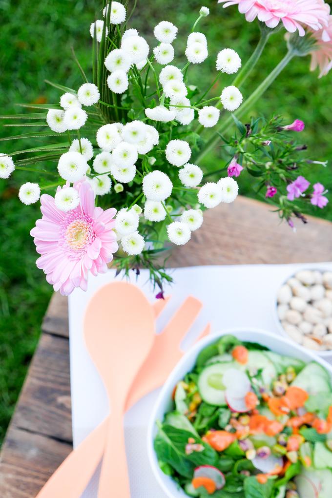 Frühlingssalat mit fruchtigem Dressing