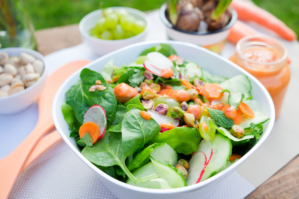 Low Carb Salat mit Paprika-Mango-Dressing