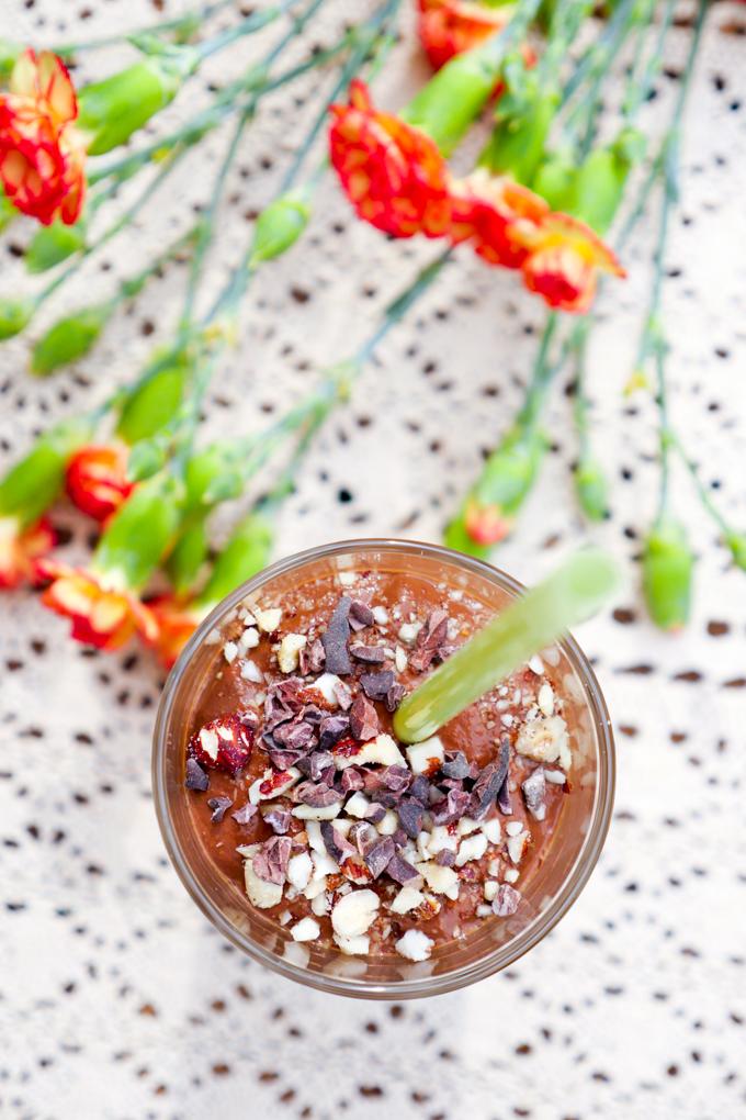 Kaffee-Smoothie mit Schokolade, Avocado und Banane