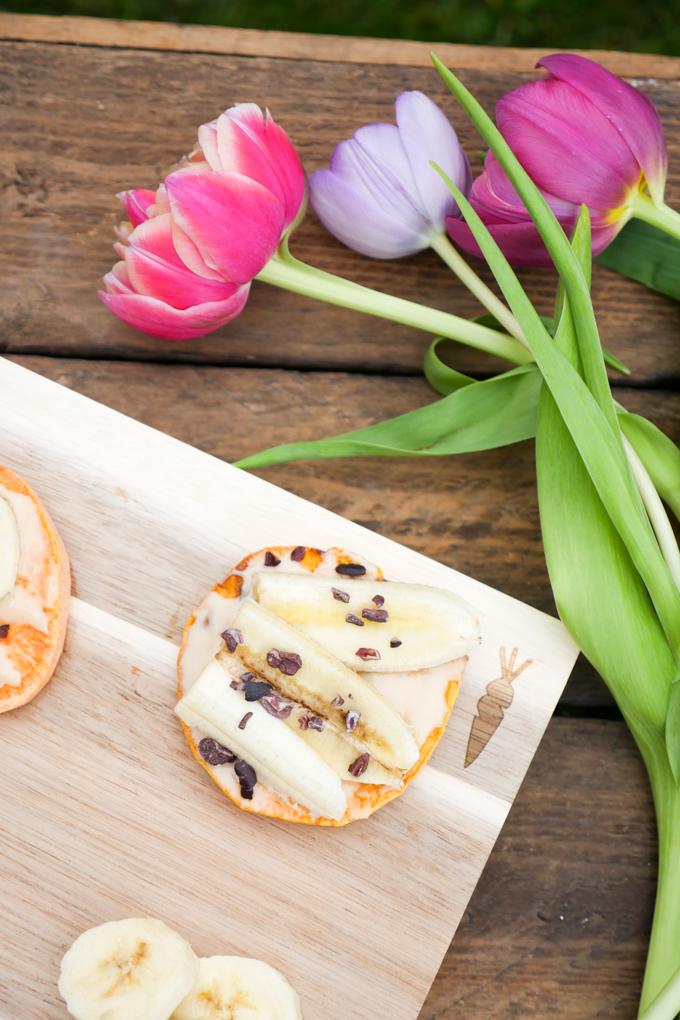 Low Carb Süßkartoffel-Toast mit Mandelmus und Banane