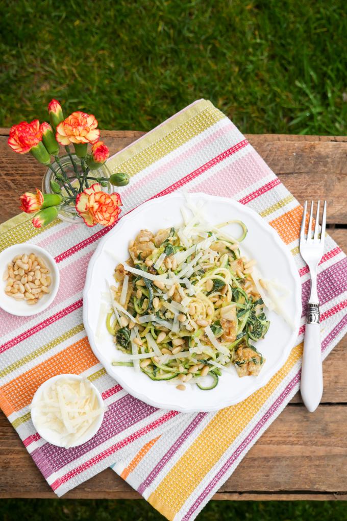 Rezept für Low Carb Zucchininudeln mit Mangold