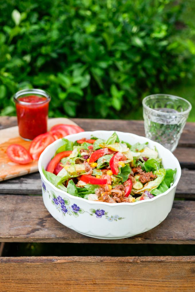 Mexikanischer Salat mit Hackfleisch