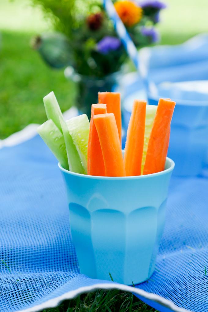Möhren und Gurkenstifte für das gesunde Picknick