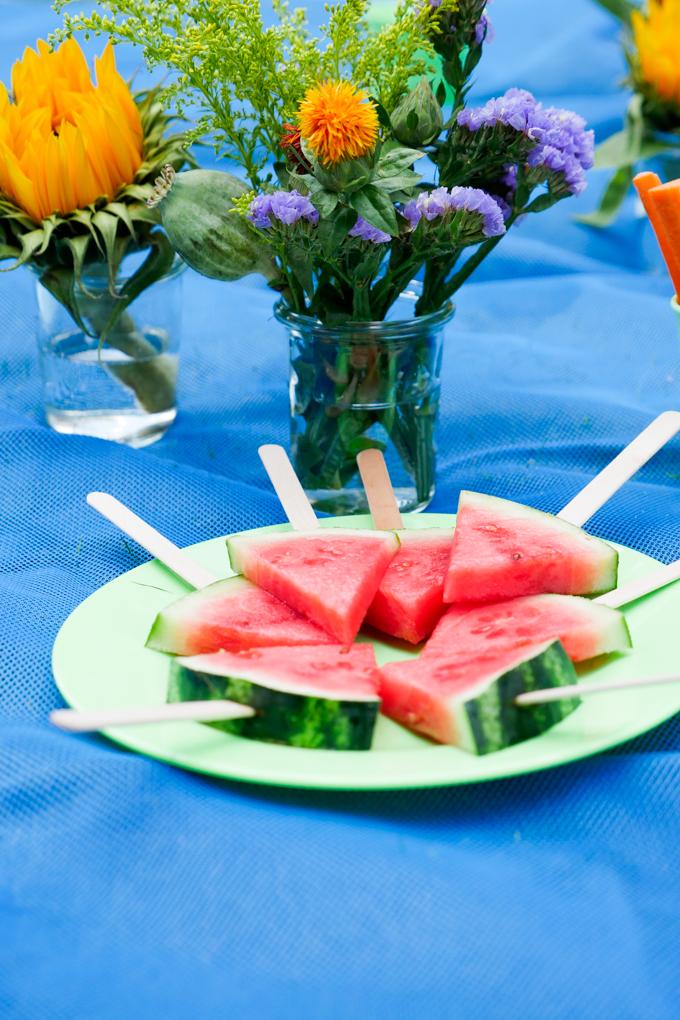 Wassermelonen-Spieße für das Kinderpicknick
