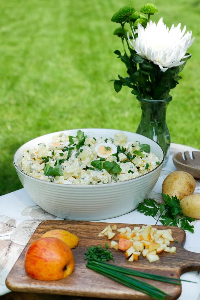 Rheinischer Kartoffelsalat mit Äpfeln und Feldsalat