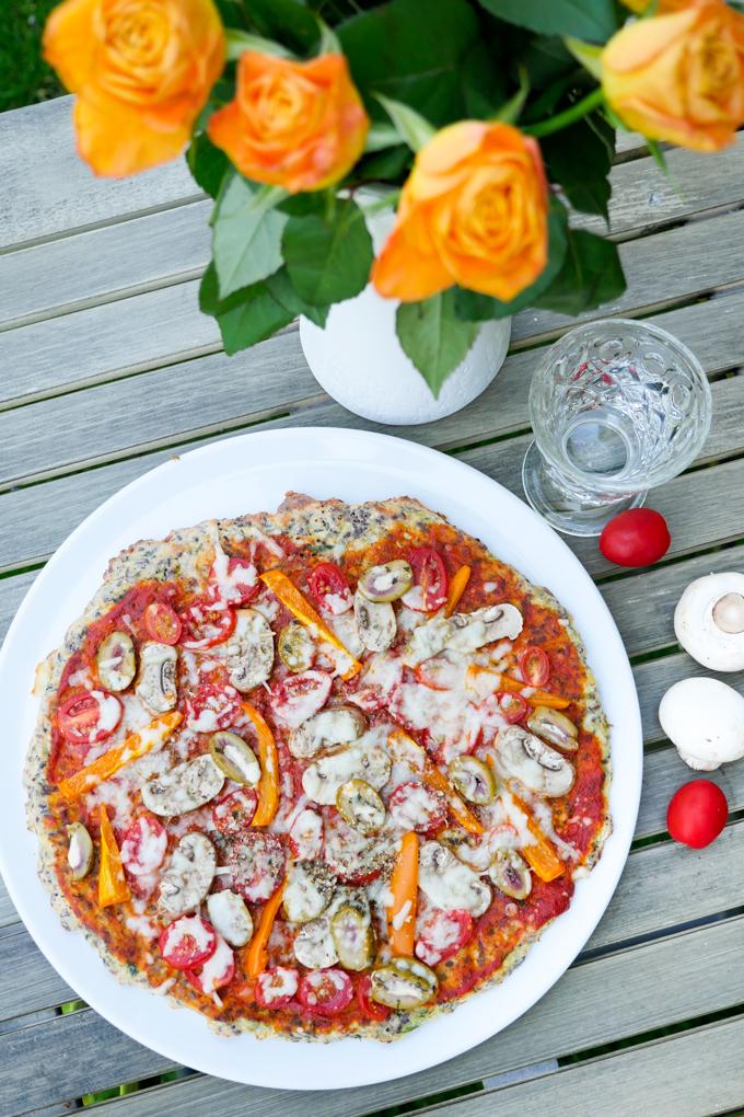 Low Carb Pizza mit Zucchini-Mandel-Teig
