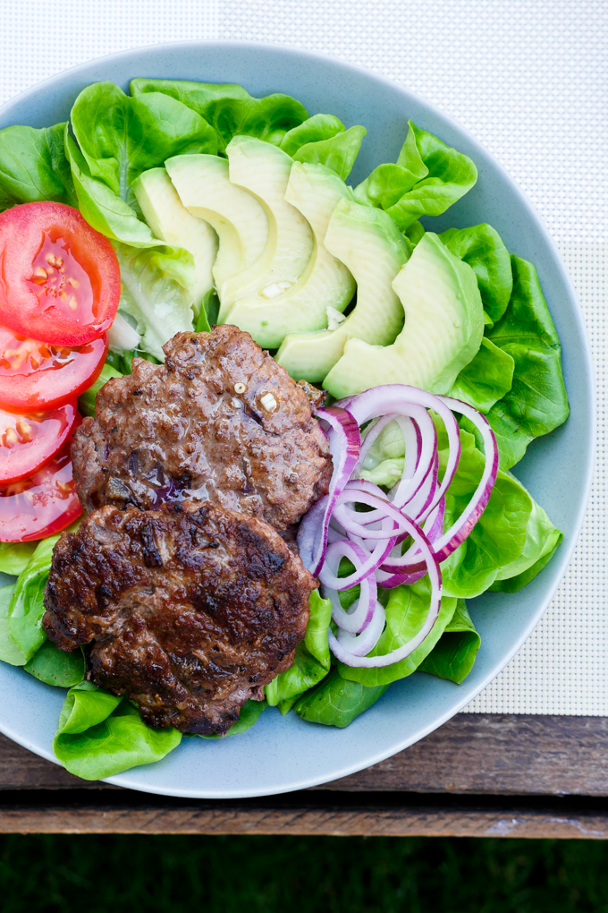 Klassische Low Carb Burger Bowl